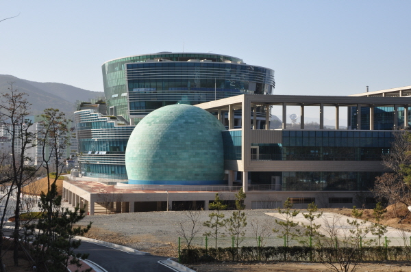 s_Ulsan Planetarium Outside 08.JPG
